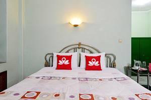 ZenRooms Villa Duta - Tampak tempat tidur double