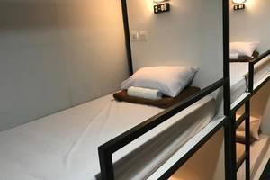 Nine Dollar Hostel Bali - Kamar