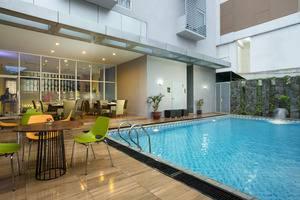 Pesonna Hotel Semarang - Swimming Pool