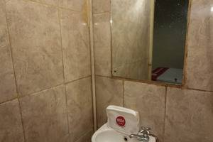 NIDA Rooms Sudirman 240 Marpoyan Damai Pekanbaru - Kamar mandi