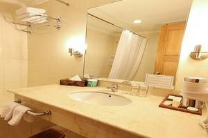 Harmoni Suites Hotel Batam - Kamar Mandi