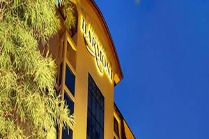 Harmoni Suites Hotel Batam - Tampilan Luar Hotel