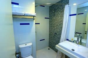 Hotel Roa Roa Palu - Kamar Mandi