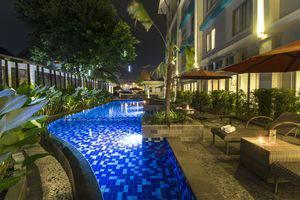 Burza Hotel  Yogyakarta - Swimming Pool