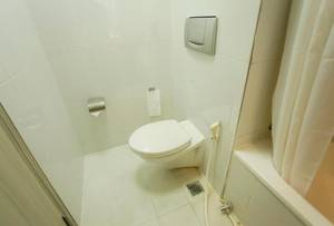Verwood Hotel and Serviced Residence Surabaya - Bathroom