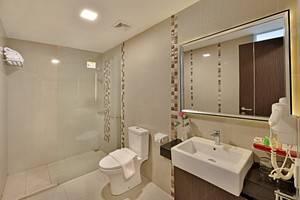 Travello Hotel Bandung -  Deluxe Bathroom