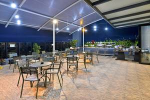 Travello Hotel Bandung -  Sky Lounge Outdoor
