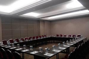 Zest Hotel Airport Tangerang - Meeting Room