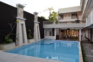 De Wahyu Hotel & Convention Malang - Pool