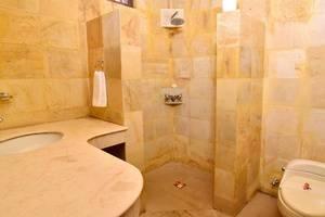 Dolphin Beach Bali - Bathroom
