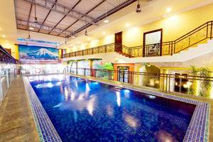 Amos Cozy Hotel Melawai - Indoor Swimming Pool