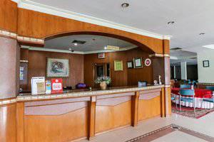 NIDA Rooms Tampan Universitas Riau HR. Subrantas Pekanbaru - Resepsionis