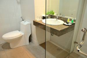 The Sun Hotel Surabaya - Bathroom