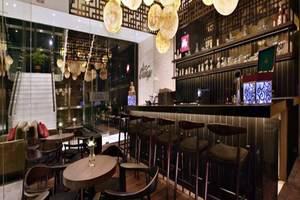 Aston Priority Simatupang - Restoran