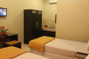 Crown Hotel Lombok - Kamar tamu