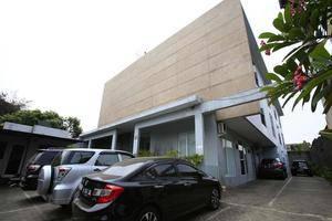 RedDoorz @Cipete Jakarta - Eksterior