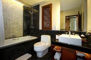 Kuta Seaview Hotel Bali - Premier Deluxe Cottage Bathroom