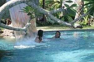 Laras Asri Resort & Spa Salatiga - Kolam Renang Hutan