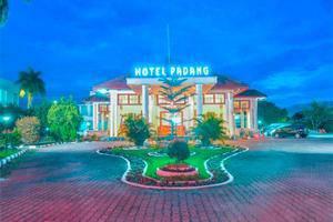 Hotel Padang - Halaman Depan Hotel Padang