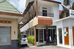 Putra Jaya Hotel Yogyakarta - Tampilan Luar Hotel