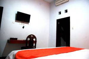 Sekar Arum Resort Bali - Meja dan TV