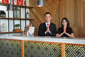 Luminor Hotel Surabaya - Receptionist