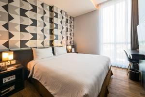 Luminor Hotel Surabaya - Deluxe Queen Room