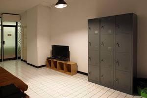 The Hostel Surabaya - TV dan DVD bersama dengan ruang loker
