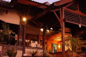 Yulia Village Inn Bali - Tampilan Luar