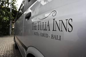 Yulia Village Inn Bali - Mobil