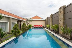 RedDoorz @ Nakula Seminyak 2 Bali - Kolam Renang
