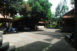 Hotel Alamanda Garut Garut - Parking Area