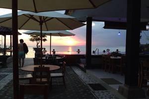 Linda Beach Resort Bali - Kolam Renang dengan pemandangan laut