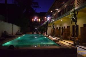 Panda Hostel Lombok - Kolam Renang