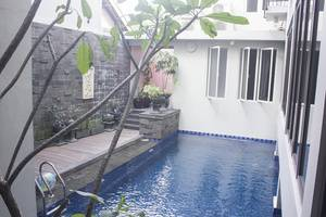 Tinggal Standard at Jalan Danau Tondano Jakarta - Kolam Renang