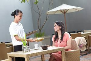 Whiz Hotel Malioboro Yogyakarta - Waitress