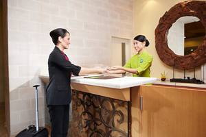 Whiz Hotel Malioboro Yogyakarta - Resepsionis