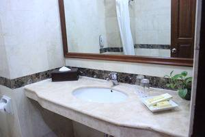 Hotel Grand Victoria Samarinda - Bath Room