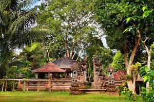 Nandini Jungle Resort Bali - Kuil