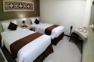 Red Chilies Hotel Solo - Room