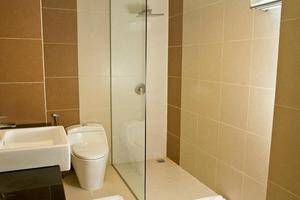 Grand Celino Hotel Makassar - Bathroom