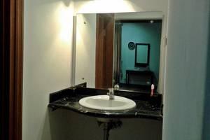 Kebagusan Indah Guest House Jakarta - Bathroom