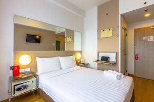 Red Planet Palembang - Double Room