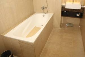 Swiss-Belhotel Balikpapan - Bathtub (Business Suite)