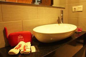 ZEN Premium Raya Lembang Bandung - Kamar mandi