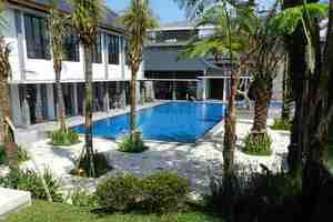Hotel Endah Parahyangan Bandung - Pool