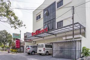 RedDoorz Syariah near Stadion Teladan Medan