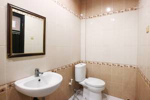 Andita Syariah Hotel  Surabaya - Superior Bathroom
