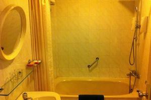 Hotel Indah Palace Yogyakarta - Kamar mandi