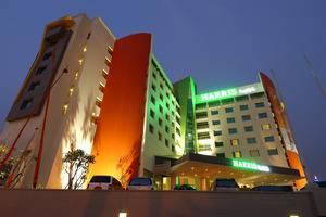 HARRIS Hotel Tebet Jakarta - Bangunan hotel